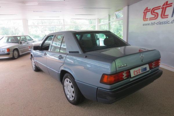 190E blau 003
