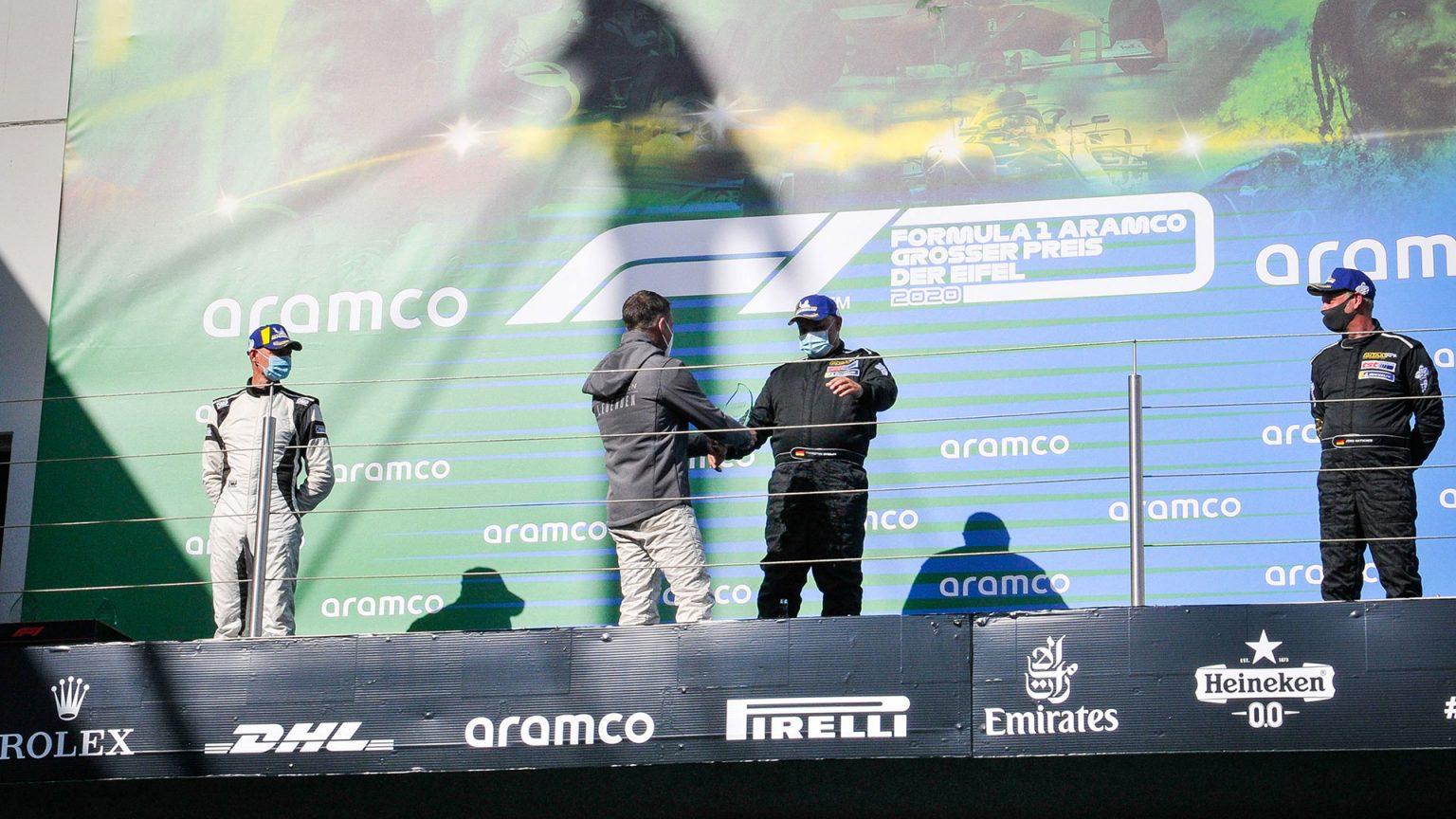 Tourenwagen Legenden im Rahmen der Formel 1 auf dem Nürburgring: tst-Teamchef Thorsten Stadler erringt im Rennen 2 den ersten Saisonsieg.