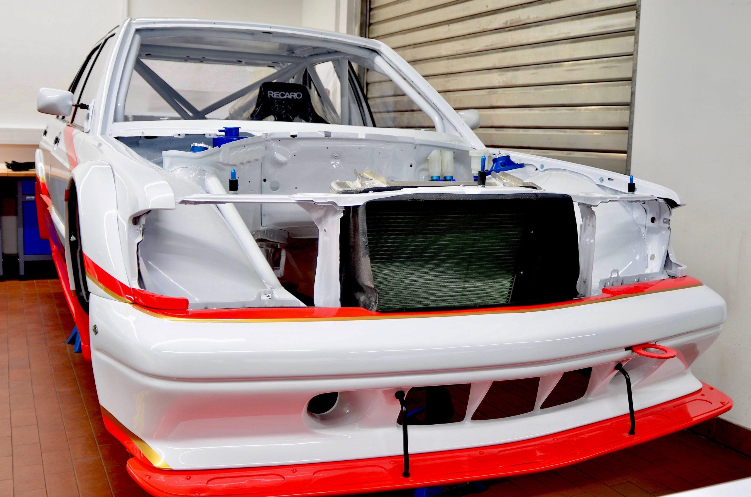 Ein wüster Plan: weitgehende Reproduktion des 1991er AMG-Mercedes-Benz 190 E 2.5-16 in Weiß, Rot und Gold für den Niederländer Marcel Wüst.