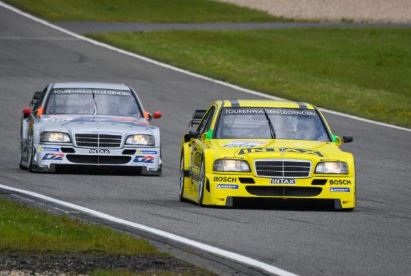 Spitzensport beim Saisonauftakt der Rennsport-Serie Tourenwagen Legenden 2021 auf dem Nürburgring: Clean Sweep für tst sport + technik